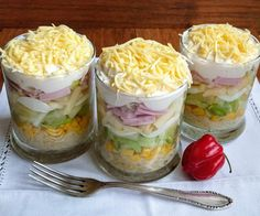 Schnatters Brodelstube: - Schichtsalat - My list of the best food recipes Southern Thanksgiving Recipes, Traditional Thanksgiving Recipes, Thanksgiving Sides, Meat Recipes, Appetizer Recipes, Pasta Cremosa, Layer Salad, Taco Salat, Low Carb