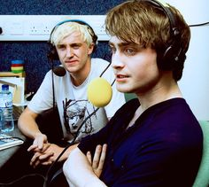 ImageFind images and videos about harry potter, daniel radcliffe and draco malfoy on We Heart It - the app to get lost in what you love. Daniel Radcliffe Harry Potter, Draco Harry Potter, Harry James Potter, Estilo Harry Potter, Harry Potter Tumblr, Harry Potter Pictures, Harry Potter Characters, Harry Potter World, Drarry