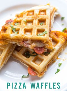 Food Hack: Stuffed Pizza Waffles Waffles are delicious for any time of day. These pizza waffles are the perfect food hack to try for dinner tonight. Waffle Pizza, Waffle Maker Recipes, Foods With Iron, Making Homemade Pizza, Good Food, Yummy Food, Yummy Recipes, Masterchef, Snacks Für Party