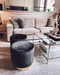 Stylish Living Room Decor Ideas: Update Your Living Room Design Rugs In Living Room, Interior Design Living Room, Home And Living, Living Room Designs, Living Room Decor, Living Room Stools, Design Interiors, Dining Room, Living Room Inspiration