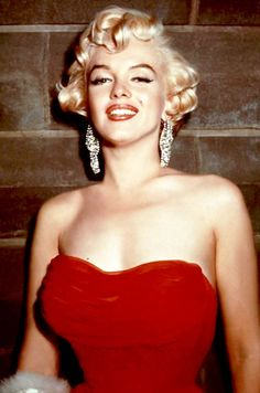 "summers-in-hollywood: ""Marilyn Monroe attending a party, 1954 """