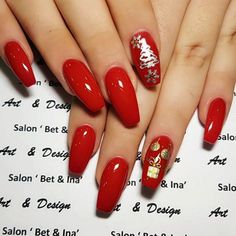 33 Christmas Nail Art In Gold, White And Red Colors - Styles Art Xmas Nail Art, Cute Christmas Nails, Xmas Nails, Winter Nail Art, Holiday Nails, Winter Nails, Red Nails, White Christmas, Fall Nails