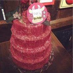 先日弟の誕生日で家族揃って神田にある焼肉牛恋へ行ってきました() 弟に喜んでもらおーと牛恋スペシャルの牛肉ケーキ(Д)ちょっとデカすぎでしたが家族みんなでペロっと食べました弟も大変喜んでくれて良かったです( ˊᵕˋ )  家族やカップルにイベントでココオススメですよ()o tags[東京都]