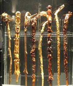 """Huit Bâtons sculptés par Pierre Damiean exposés à: """"un Bastone per Amico""""... PARMA 2012...: Voir le Site: www.pierdam.fr"""