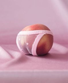 Cheeky peach 😊 via Peach Aesthetic, Aesthetic Photo, Aesthetic Pictures, Creative Photography, Art Photography, Concept Photography, Art Graphique, Grafik Design, Conceptual Art