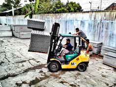 Unsafe #forklift use as a group sport