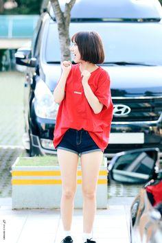 รูปภาพ eunha and gfriend Korean Beauty Girls, Korean Girl Fashion, Kpop Fashion, Fashion Outfits, Cute Korean, Korean Style, G Friend, Korean Model, Airport Style
