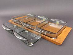 Vintage serving tray party platter dish teak Danish scandinavian design / Tablett Teak Rauchglas-Schalen Glasschälchen danish modern von ShabbRockRepublic auf Etsy
