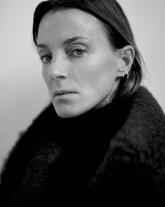 Creative director Phoebe Philo is behind the house's elegant new Parisian headquarters. Phoebe Philo, Celine, Fashion Gone Rouge, Garance, Bare Face, Business Portrait, No Photoshop, Profile Photo, Studio Portraits