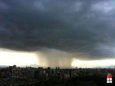 早上晴空萬里,下午晚娘臉的天空,像是核爆的狂雨飆下,真是驚人的一刻。20130824。
