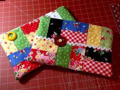 http://daisycottagequilting.com/wp-content/uploads/2013/05/APRIL2013-1861.jpg ~ Zipper Bag Tutorial