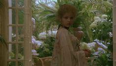 Ornella Muti ve filmu Un amour de Swann (1984) režiséra Volkera Schlöndorffa.