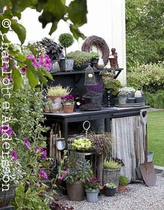 Amazing potting bench