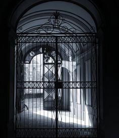 Entrance #firenze #igersfirenze #italy #italia #architecture #florence #blackandwhite
