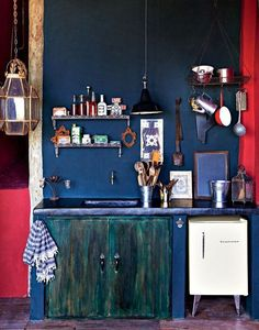Bold+blue+vintage+kitchen+-+boho+inspired