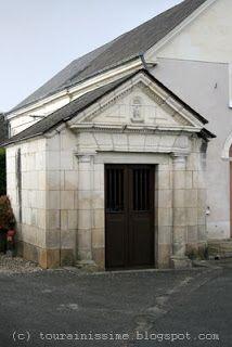 Gizeux:  1) Ne pas mélanger l'EGLISE Notre-Dame de Gizeux et la petite CHAPELLE Notre-Dame de Gizeux. La chapelle été bâtie en 1779 par Louis Marin, maître maçon, elle a été restaurée en 1993 Elle est classée M.H.