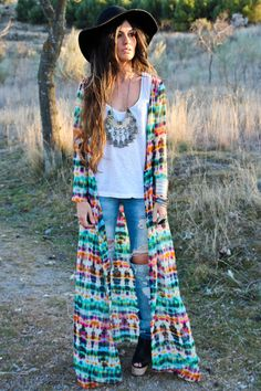 boho chic...love the way the necklace works with this outfit