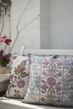 PLUMERIA A collection of cushions that feature chinoiserie-inspired motifs and clusters of tropical flowers, and together celebrate the link between India and China.
