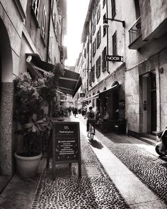 Street. Milan Italy. #milan #milano #milano_bnw #igersmilano #ig_milano #milanodavedere #milanodaclick #bellamilano #visitmilano #vivo_milano #loves_milano #italy #italia #bnw #bnw_captures #bnw_rose #bnw_planet #bnw_lombardia #bnw_greatshots #bnw_society #bnw_life #bnw_demand #amateurs_bnw #rsa_bnw #the_bestbw #photooftheday #brera #street #bike #vicoli by milano_bnw