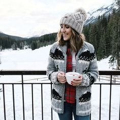 We traveled to Banff National Park this month, located in the heart of the Canadian Rockies and into a Narnia-esque landscape! Holiday Outfits, Fall Winter Outfits, Winter Wear, Winter Fashion, Outdoorsy Style, Cowichan Sweater, Winter Looks, Winter Style, Adventure Outfit
