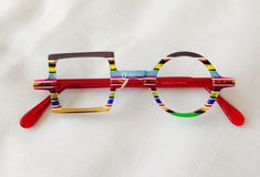 Seeing these in Germany! Why choose round or square? Funky Glasses, Cool Glasses, Glasses Frames, Lunette Style, Fashion Eye Glasses, Four Eyes, Eye Frames, Wearing Glasses, Glasses Online