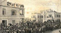 הקהל ממתין לבואו של הברון רוטשילד בביקורו השני בתל אביב במאי 1925
