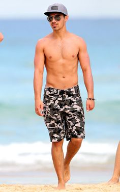 Joe Jonas strolling the beaches of Bondi Beach in Sydney, Australia in April 2012.