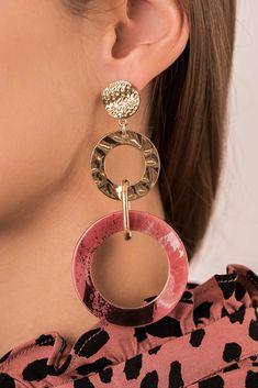 Ohrhänger - Retro Pink € We like it big and showy. Statement Earrings, Drop Earrings, Skin Images, Belt Shop, Cute Bracelets, Hair Accessories For Women, Minimalist Earrings, Retro, Tattoos For Women