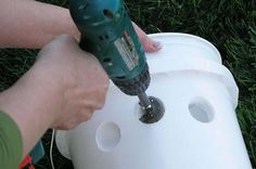 DIY Portable Bucket Air Conditioner (with Pictures) Bucket Air Conditioner, Homemade Air Conditioner, Homemade Ac, Diy Ac, Bucket Cooler, Diy Cooler, Plastic Buckets, Plastic Bottle, Pipe Table