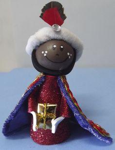 Rey Baltasar hecho con goma eva. Lo puedes encontrar en www.facebook.com/detallesmajicos