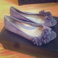"""✨️HP✨ Bandolino """"Wynjara"""" Flats Lavender real suede flats with chiffon flowers and peep toe. In good used condition - worn with care - comes with a different box, size 7. Bandolino Shoes Flats & Loafers"""