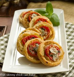 Tomato and Boursin Tartlets. Puff pastry rounds topped with Caramelized Onions Tomato and Boursin Tapas, Antipasto Salad, Appetisers, High Tea, Finger Foods, Appetizer Recipes, Food And Drink, Cooking Recipes, Pastry Recipes