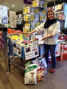 2015 - 12 dec voerinzameling bij A.H in hoefplan te Alkmaar