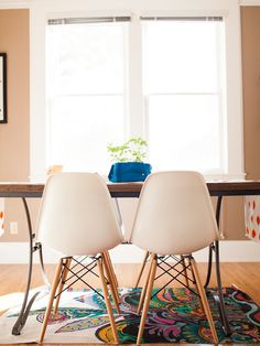 Find and save ideas about Farmhouse table on our site. See more ideas about Farm style table, Diy farmhouse table and Kitchen farm table. Kitchen Farm Table, Build A Farmhouse Table, Kitchen Dining, Kitchen Ideas, White Eames Chair, Eames Dsw Chair, Eames Dining, Dining Room Chairs, Dining Rooms