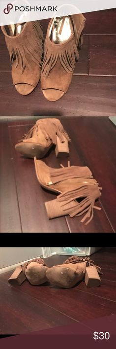 7.5 Carolos fringe booties Worn a few times. Tan camel suede fringe booties Carlos Santana Shoes Ankle Boots & Booties