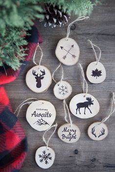 Faux Wood Burned Christmas Tree Ornaments by Simple As That - 11 DIY Farmhouse Style Christmas Ornaments That Are Simple To Make That Will Bring The Perfect Rustic Look To Your Home. Perfect for Christmas Add them to your Christmas tree or mantle. Farmhouse Christmas Ornaments Diy, Christmas Ornaments To Make, Christmas Projects, Christmas Decorations, Ornaments Ideas, Christmas Wood, Homemade Christmas, Full Christmas Tree, Cheap Christmas