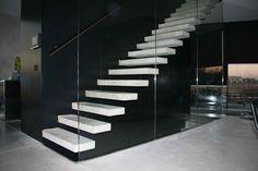 Zwevende betonnen trap