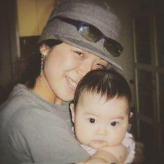 12年前の今日姪のあおいちゃんが産まれましたおばちゃんは28歳になる年だったそのあおいちゃんも今年から中学生おばちゃんは40歳突入おばちゃんはいまでもこの時のあおいちゃんのあったかーいお尻やズッシリとした重みを憶えてるよこの時に赤ちゃんっていいなと初めて思ったんだ 12 years ago when I was almost 28 my niece Aoi was born. I was so impressed that baby is just so great . Thank you Aoi:) by eriko_enatsu_iwata