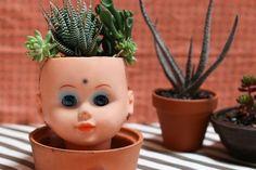 creepy doll head planter DIY for halloween mypoppet.com.au Head Planters, Diy Planters, Easy Crafts, Arts And Crafts, Paper Crafts, Creepy Dolls, Old Dolls, Doll Head, Crafty Projects