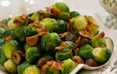 Tossing cooked Brussels sprouts and chestnuts in a pan with crispy pancetta transforms the traditional Christmas veggie side form drab to fab. Xmas Dinner, Christmas Lunch, Lunches And Dinners, Meals, Brussels Sprouts, Food Festival, Good Food, Yummy Food, Low Carb Recipes
