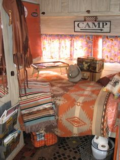 Awesome Vintage Camper Decorations Ideas Best Inspirations, Lots of people use campers as guest cottages when folks come to go to. Because RV Camper is similar to a house that provides you comfort and satisfies. Retro Caravan, Retro Campers, Camper Trailers, Vintage Campers, Vintage Rv, Happy Campers, Rv Campers, Wedding Vintage, Vintage Western Decor