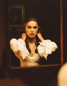 Kierea Knightley as Elizabeth Swan in the first Pirates is still hair inspiration - those little ringlets around her face are so cute