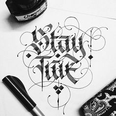 Lettering Daily is an online community providing educational and inspirational content on hand lettering and calligraphy. Our mission is to help you learn and improve your hand lettering and calligraphy skills. Creative Lettering, Graffiti Lettering, Typography Letters, Lettering Design, Tattoo Lettering Fonts, Calligraphy Words, Calligraphy Handwriting, Cursive, Penmanship