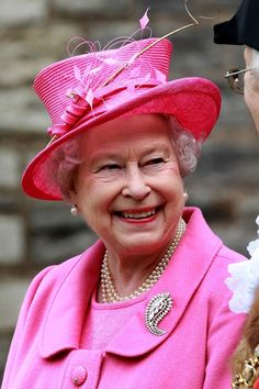 QEII wearing a brooch once belonging to her mother the Queen Mum. Beautiful Palm Leaf.