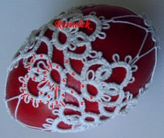 Renulek's easter egg from 2011 with stitch counts Xmas Crafts, Yarn Crafts, Easter Crafts, Diy And Crafts, Needle Tatting Patterns, Crochet Ornaments, Tatting Lace, Egg Decorating, Bobbin Lace