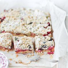 short pastry with fruit and bread crumbs.  cake with rhubarb and crumble