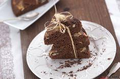Quem quer uma fatia de  bolo de chocolate com requeijão?