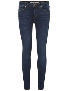 Love denim that goes with everything. Try these skinny jeans from VERO MODA.