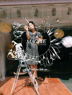 Déco - peindre sur la vitre du magasin