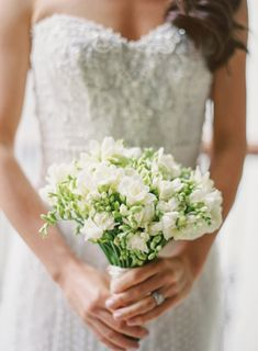 This Christmas wedding since managed to feel every bit as cozy, with warm touches that celebrate the holiday season. Wedding Bouquets, Wedding Flowers, Wedding Dresses, Trends 2016, Sweetheart Wedding Dress, Christmas Wedding, Getting Married, Wedding Planning, Wedding Inspiration